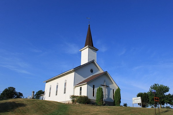 1024px-Saint_Thomas_Evangelical_Lutheran_Church_Freedom_Township_Michigan