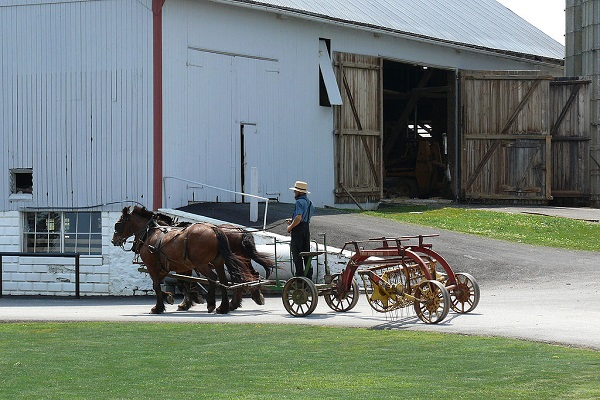 1024px-Amish_agricultural_machinery