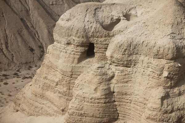 The_cave_of_Qumran_place_of_the_dead_Sea_Scrolls