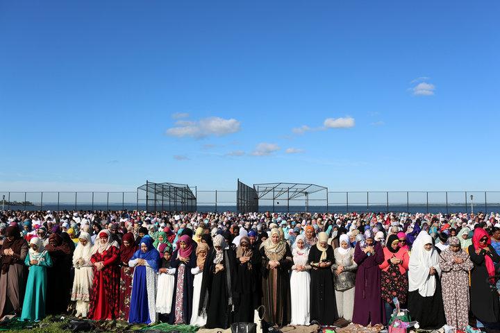 Muslim women pray at Bensonhurst Park to celebrate Eid Al-Fitr, the end of the Ramadan, in the Brooklyn borough of New York City, New York, U.S., June 15, 2018. REUTERS/Gabriela Bhaskar